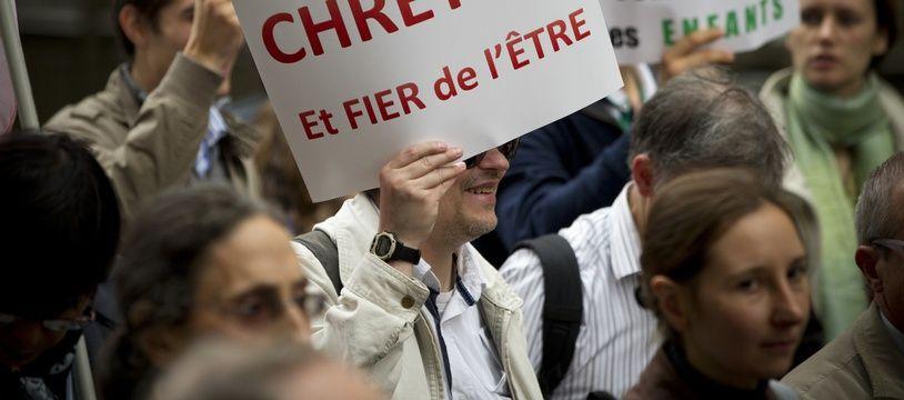 Le 20 octobre 2013, des militants de CIVITAS manifestent à Paris contre la christianophobie  dont le France serait victime.
