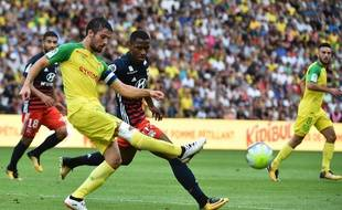 Dubois face au Lyonnais Maolida lors du match aller cette saison (0-0), le 26 août dernier.