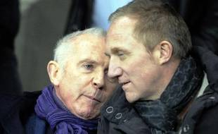 François Pinault (à gauche) et son fils François-Henri, les propriétaires du Stade Rennes, en février 2011 au stade de la Route de Lorient.