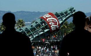 Une bouteille géante de Coca-Cola à San Fransisco lors d'un match de baseball