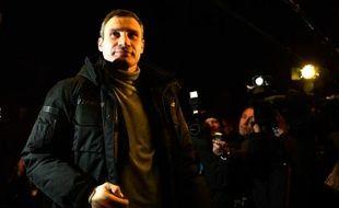 """L'opposition ukrainienne a mis en garde les Européens contre une intervention """"très probable de l'armée"""" contre les manifestants à Kiev qui protestent depuis plus de deux mois."""