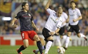 Sofiane Feghouli, sous le maillot de Valence, face au joueur de l'Atletico Madrid Filipe Luis, le 26 avril 2012.