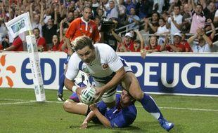 L'ailier Cédric Heymans inscrit le premier des 13 essais du XV de France face à la Namibie, lors d'un match de poule de la Coupe du monde de rugby au Stadium de Toulouse, le 16 septembre 2007.