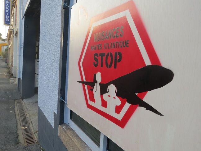 Une pancarte accrochée dans une rue de Bouguenais