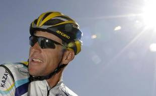 Le coureur américain, Lance Armstrong, sous le soleil du Tour de Castille et Leon, le 23 mars 2009.