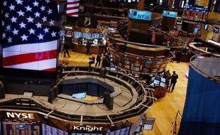 Wall Street a ouvert en légère baisse lundi après un riche week-end électoral en Europe où le socialiste François Hollande a remporté la course à la présidence en France et les partis anti-austérité ont raflé la majorité parlementaire en Grèce: le Dow Jones perdait -0,19% et le Nasdaq -0,54%.