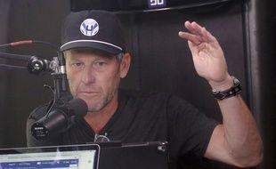 Lance Armstrong en train d'enregistrer un podcast à propos du Tour de France, le 20 juillet 2018.