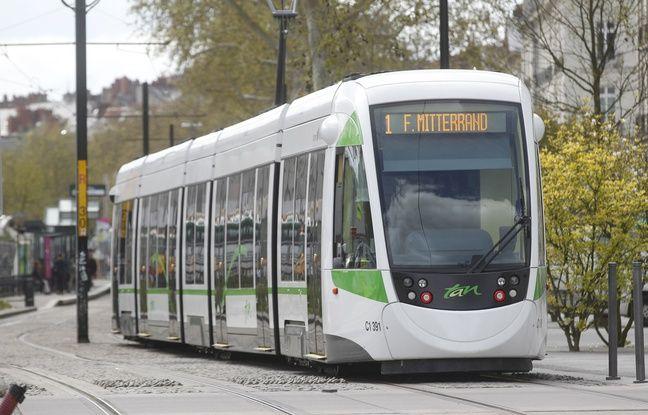 Nantes: Une rame de tramway visée par des tirs