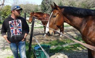 Thomas Andrews peut accueillir jusqu'à quinze chevaux pour la nuit avec le site Staybler.