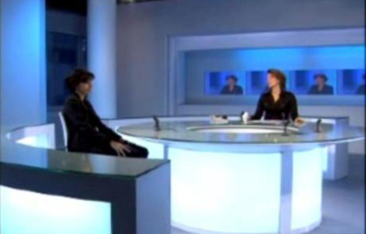 Capture d'écran d'une vidéo (à gauche, Rachida Dati, à droite, Roselyne Febvre sur le plateau de France 24) – Capture d'écran de Dailymotion
