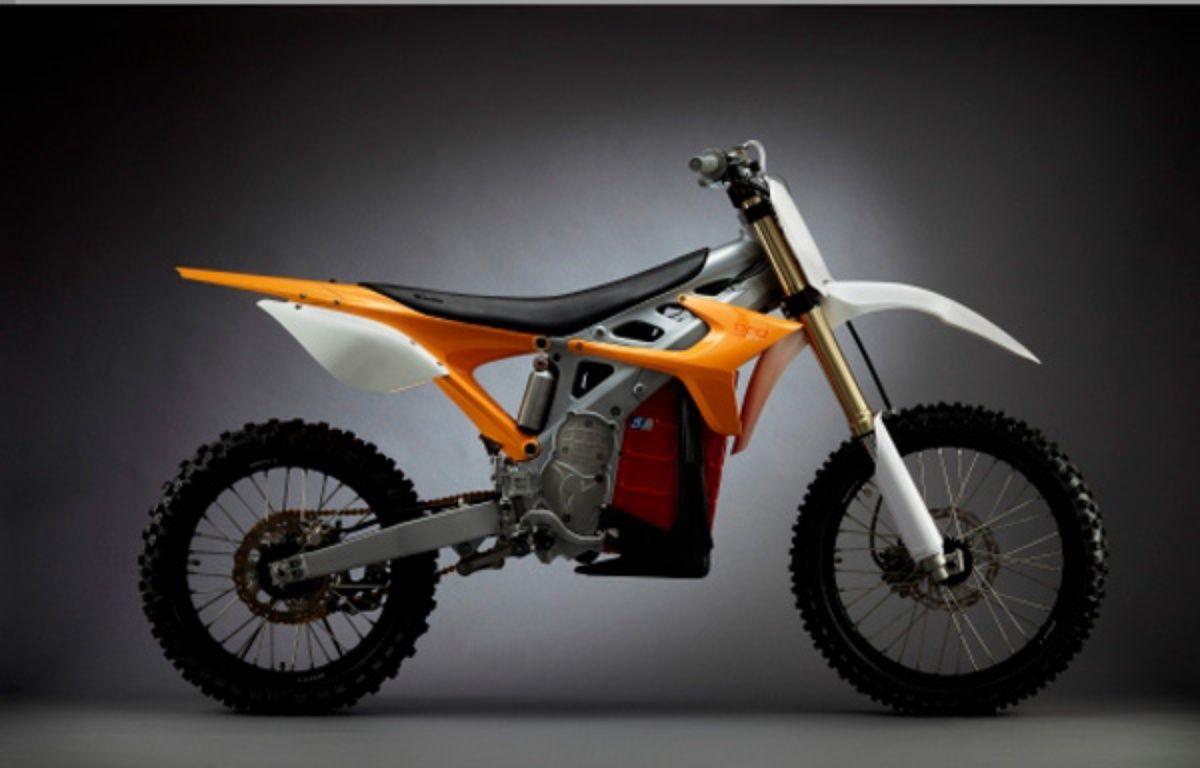 Capture d'écran du  site www.faster-faster.com montrant une moto RedShift MX.  – Capture d'écran www.faster-faster.com