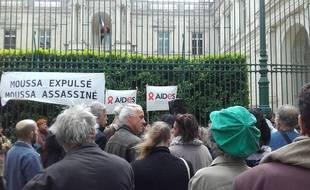Une manifestation devant la préfecture du Gard des soutiens de Moussa.