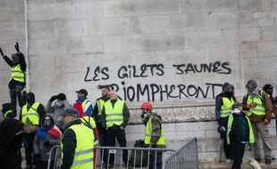 L'arc de Triomphe, à Paris, a été tagué par des «gilets jaunes» lors de la journée de mobilisation du 1er décembre 2018.