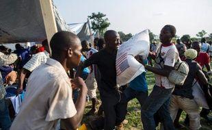Le Programme alimentaire mondial (PAM) de l'ONU a annoncé mardi qu'il va établir un pont aérien depuis Douala au Cameroun jusqu'à Bangui en Centrafrique alors que l'organisation est à court de nourriture à distribuer aux déplacés dans le pays.