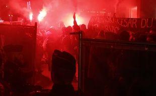 Les manifestantes ont tenté d'envahir le tapis rouge des César 2020 avec des fumigènes.