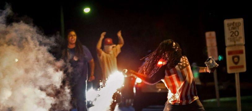 Edward Crawford, ici lors des manifestations de Ferguson en 2014, est décédé en 2017, et l'enquête de la police a conclu à un suicide.