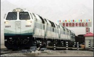 """La Chine a inauguré samedi le train le plus haut du monde, qui relie pour la première fois le Tibet au reste du pays, salué par le président Hu Jintao comme un """"miracle"""" dans l'histoire ferroviaire et un """"nouveau succès"""" de la modernisation socialiste."""
