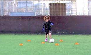 Le jeune Denim Nnamudi, 8 ans, joue dans les équipes de jeunes de Chelsea.