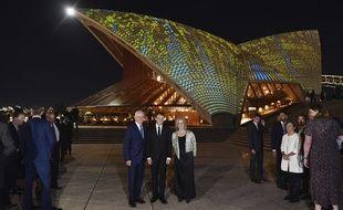 Emmanuel Macron avec le Premier ministre australien et sa femme.