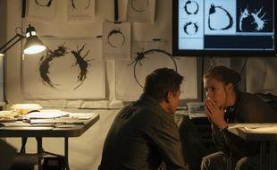 Amy Adams et Jeremy Renner dans Premier contact de Denis Villeneuve