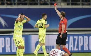 Le tournant du match : l'expulsion du Gantois Brecht Dejaegere.