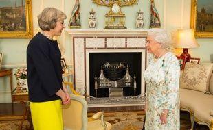 Theresa May a été investie Premier ministre par la reine Elizabeth II le 13 juillet 2016
