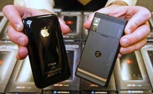 Une cour d'appel américaine a estimé que la Commission américaine du commerce international (ITC) devait revoir une de ses décisions donnant raison à Motorola dans un conflit l'opposant à Apple.