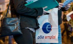 Des demandeurs d'emploi dans une agence de Pôle Emploi du nord de la France