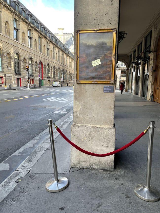 Installation de l'artiste Toolate rue de Rivoli, Mona Lisa a quitté son tableau.