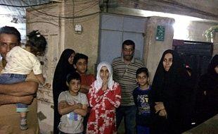Des habitants dans la rue à Bagdad après le tremblement de terre qui a fait plus de 130 morts en Irak et en Iran, le 12 novembre 2017.