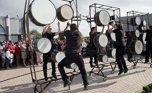 La Compagnie Déviation fait une parade, ce jeudi (18h), dans le cadre du festival de claquettes.