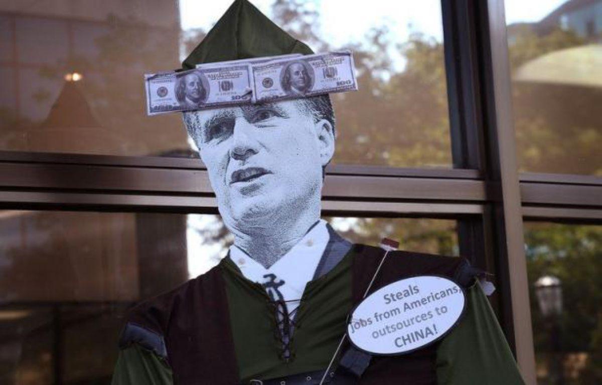 """La Suisse a protesté contre un clip de campagne de Barack Obama qui la décrit comme un paradis fiscal. La vidéo met en scène une belle blonde court-vêtue, baptisée """"Miss Compte Bancaire Suisse"""", qui décrit le candidat républicain Mitt Romney comme un """"patron millionnaire avec des comptes partout"""" – Scott Olson afp.com"""