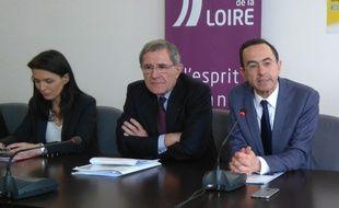 Bruno Retailleau (à droite), accompagné de Christelle Morançais, vice-présidente de la région, et de Gérard Mestrallet, PDG d'Engie et mbassadeur de l'apprentissage.