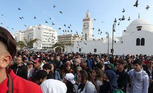 Les étudiants et lycéens manifestent à Alger, en Algérie, le 10 mars 2019, contre la candidature d'Abdelaziz Bouteflika à un 5e mandat.