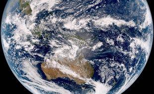 La planète Terre vu de l'espace (image d'illustration).