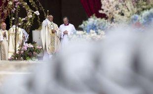 Le pape François célèbre Pâques, le 5 avril 2015 au Vatican.