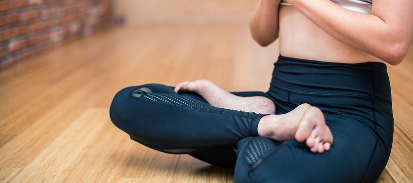 Illustration de yoga. Le sport peut depuis mars 2017 être prescrit par un médecin, problème, il n'est pas remboursé, excepté dans certaines villes ou régions qui financent ce dispositif pour les patients souffrant de maladie chronique.