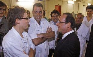 """""""Pour bien décider, il faut bien comprendre"""": c'est ainsi que François Hollande, en visite aux urgences de l'hôpital parisien de Lariboisière (XVIIIe), a expliqué son déplacement en cette Saint-Sylvestre, tout comme ceux de nombre des membres de son gouvernement."""