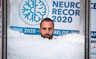 Romain Vandendorpe a passé 2h35 dans la glace pour battre un record du monde.