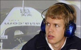 """Le jeune Allemand Sebastian Vettel a été appelé par l'écurie Toro Rosso pour remplacer l'Américain Scott Speed dès le Grand Prix de Hongrie de F1, dimanche, et BMW Sauber chez qui il était pilote essayeur le """"libère avec effet immédiat"""", ont annoncé mardi les équipes."""