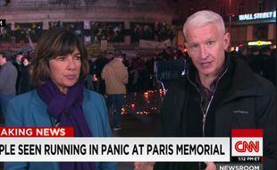 Anderson Cooper, journaliste star de CNN, en direct de la place de la République à Paris