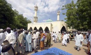 Des pelerins dans une mosquée de Yola, dans le nord est du Nigéria, le 15 juin 2015.