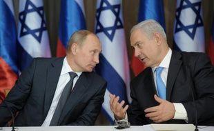 Le Premier ministre israélien Benjamin Netanyahu tente mardi à Sotchi de dissuader le président Vladimir Poutine de faire livrer des missiles sol-air S-300 promis au régime de Damas, une question qui est venue troubler les efforts diplomatiques pour mettre fin à la guerre civile en Syrie.