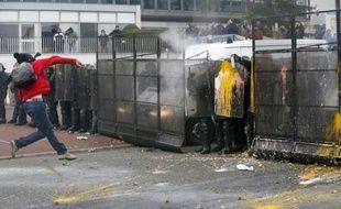 Quatre salariés de Goodyear, soupçonnés de violences sur la police lors de la manifestation contre la fermeture de l'usine d'Amiens-Nord qui avait dégénéré début mars, seront jugés le 16 septembre, a-t-on appris mardi auprès du parquet de Nanterre.