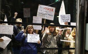 Des féministes manifestent contre la rétrospective Roman Polanski ce lundi 31 octobre 2017.