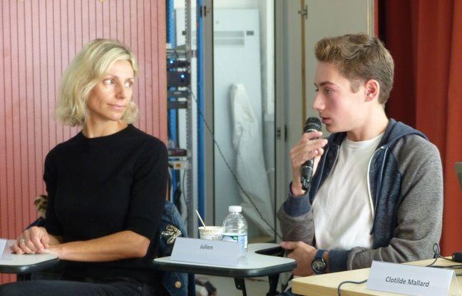 Julien, 18 ans et sa mère Stéphanie sont venus témoigner de leur quotidien avec cette maladie génétique qui touche 7.000 patients.