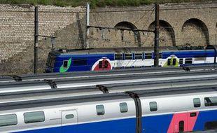 Paris le 31 Aout 2011. Pont de Bercy Technocentre Sud Est Europeen SNCF. TGV Train a Grande Vitesse. Depot. Garage. RER. Transilien.
