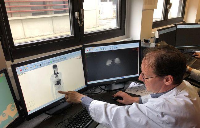 Emmanuel Itti, chef de service en médecine nucléaire explique comment les images obtenues par cette technologie de pointe sont beaucoup plus précises qu'avec une IRM traditionnelle ou une TEP seule.