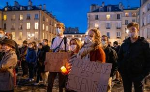 Des catholiques manifestent à Versailles.
