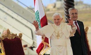 """Benoît XVI a appelé vendredi au rejet du fondamentalisme religieux et les chrétiens, inquiets de la poussée islamiste au Moyen-Orient, à """"ne pas avoir peur"""", au début de sa première visite au Liban."""